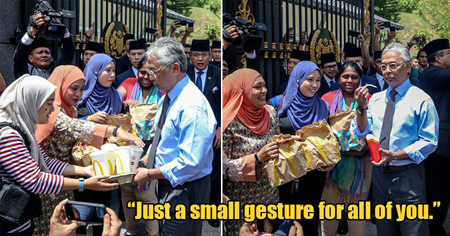 Our Kind Agong Treats Members Of Media To Mcdonald's, Stays To Have A Little Chat With Them - World Of Buzz 1