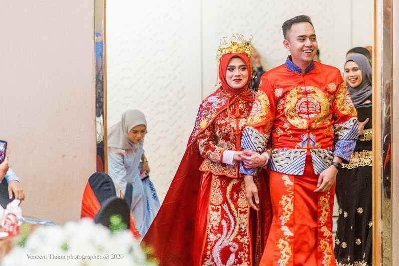 Sabah Malay Couple Dress In Chinese Robes For Wedding, Wins The Hearts of Malaysians Everywhere - WORLD OF BUZZ