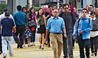 Survey: Malaysian Employees Are The Most Dissatisfied with Their Salaries in Asia - WORLD OF BUZZ 4