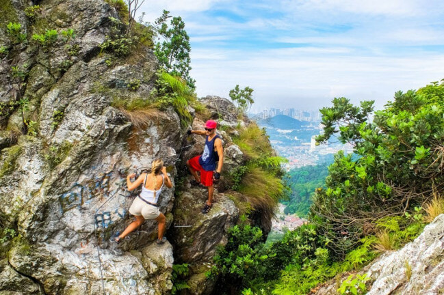 Tourist Tragically Slips & Falls To His Death While Hiking Up Bukit Tabur With His GF - WORLD OF BUZZ