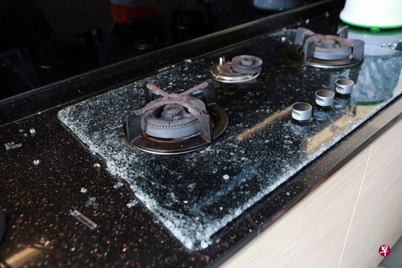 Glass-Top Stove Suddenly Shatters When Not In Use, Shards Fly 5 Metres Into Living Room - WORLD OF BUZZ