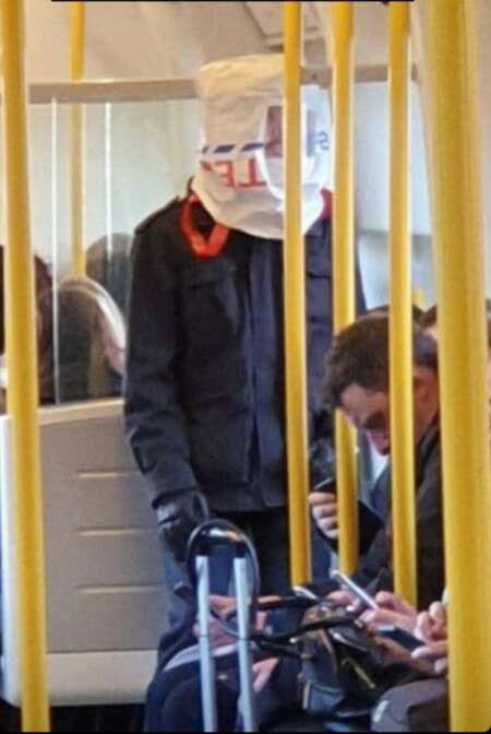Hilarious Photos Shows Creative Ways Londoners Use to Avoid Being Infected with Covid-19 - WORLD OF BUZZ 4