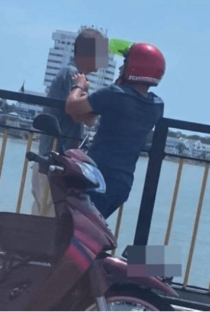 Kind Malay Youth Stops 73yo Chinese Uncle From Committing Suicide, Proves Unity Exists Among M'sians - WORLD OF BUZZ 1