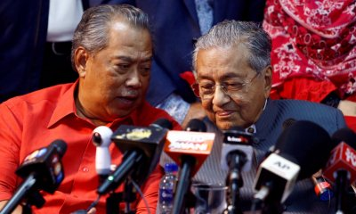 Mahathir Calls Out Azmin, Muhyiddin For Betraying Him - WORLD OF BUZZ 1