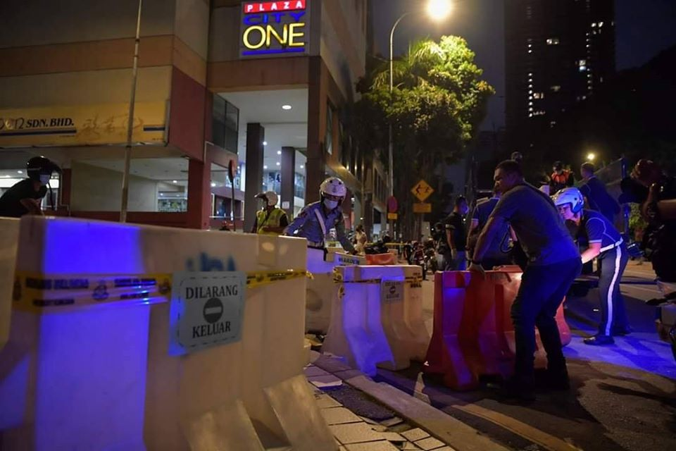Malaysia's FIRST Residential Building On Lockdown, Residents Cannot Leave Building - WORLD OF BUZZ 2