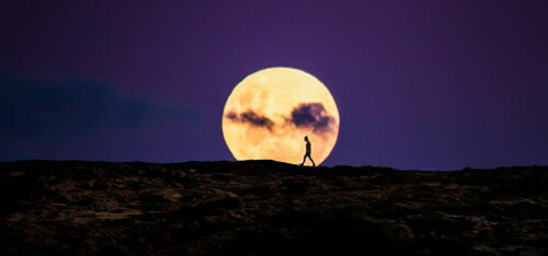 Malaysians Can Observe The Super Pink Moon On Wednesday 8 April - WORLD OF BUZZ 1