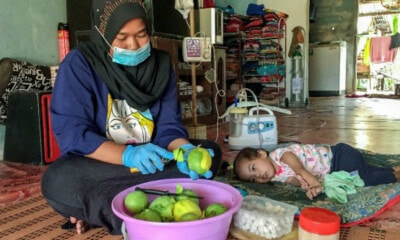 M'sian Woman Sells Mango Pickles To Support Her Sick Daughter - WORLD OF BUZZ